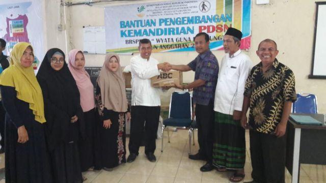 Penyerahan Bantuan UEP Warungan bagi Tuna Netra pada Tanggal 29 Oktober 2019