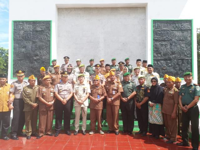Ziarah Rombongan Legiun Veteran di Taman Makam Pahlawan