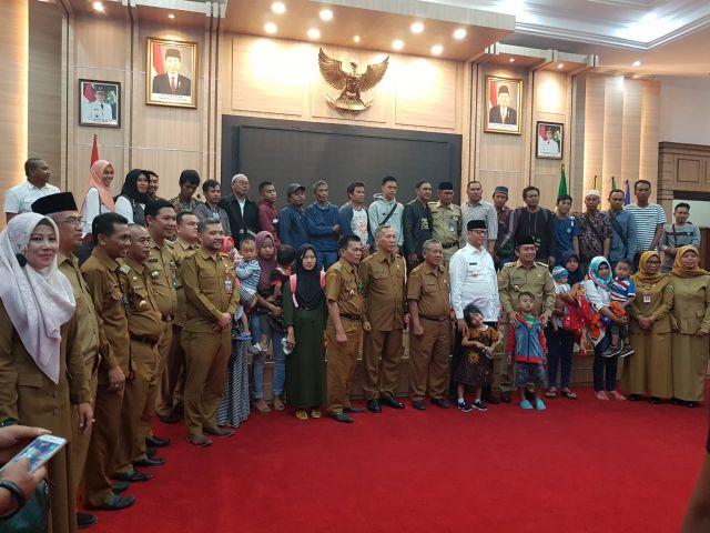 Penyerahan warga masyarakat Kota Serang yang dipulangkan dari Papua