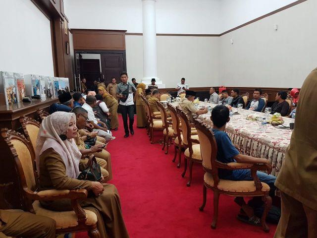 Penyerahan Warga Kota Serang Oleh Gubernur Banten yang dipulangkan dari Papua sebanyak 11 Orang Diterima Oleh Wakil Wali Kota Serang