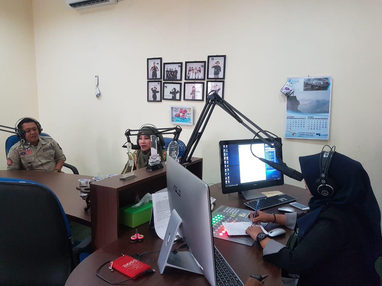 Dialog Interaktif dengan Program Kentongan, Narasumber Kabid Linjamsos Dinas Sosial Kota Serang dengan topik :Sosialisasi Kampung Siaga Bencana di RRI Banten 94,9 FM